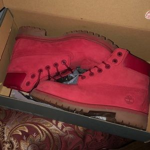 Shoes - Red timbs